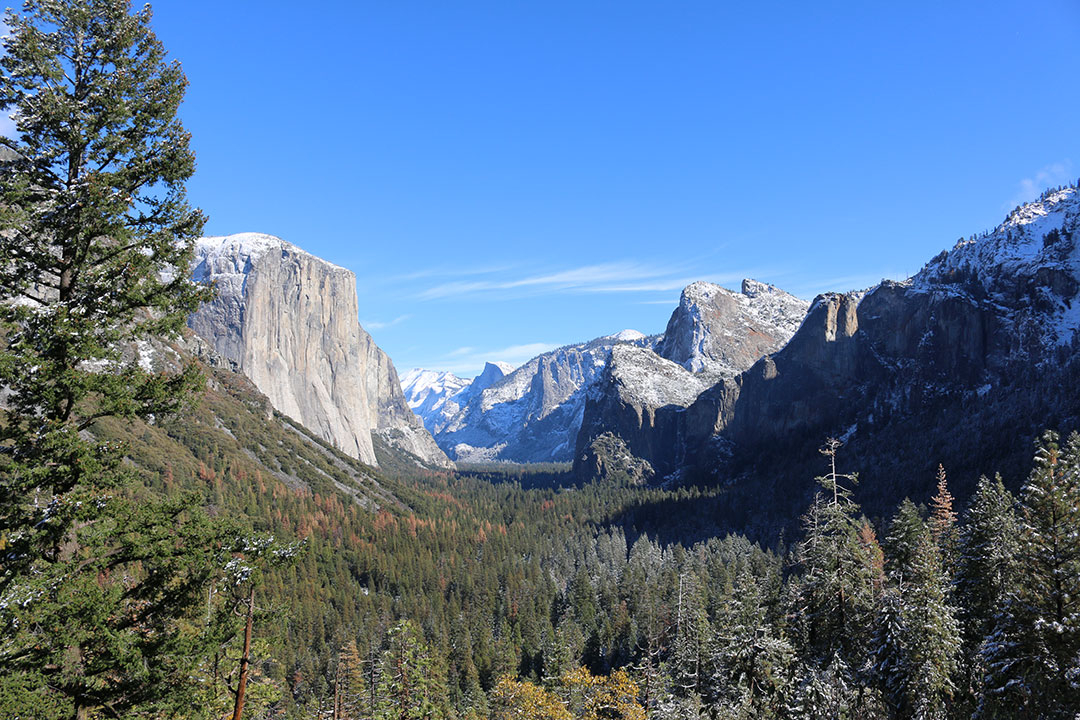 Perfect view of El Capital looking proud over Yosemite National Park on a perfect blue sky winter day