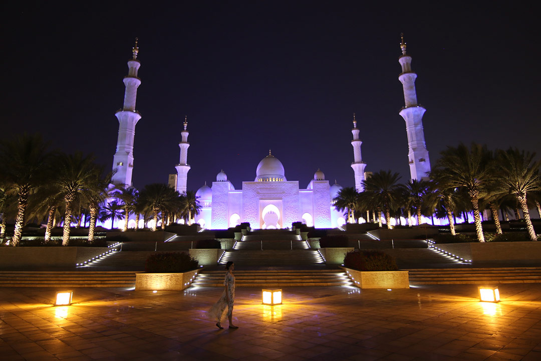 Sheikh Zayed Mosque in Abu Dhabi at night